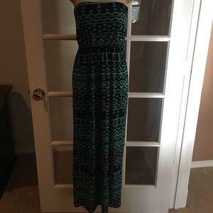 Dresses & Skirts - Maxi strapless dress